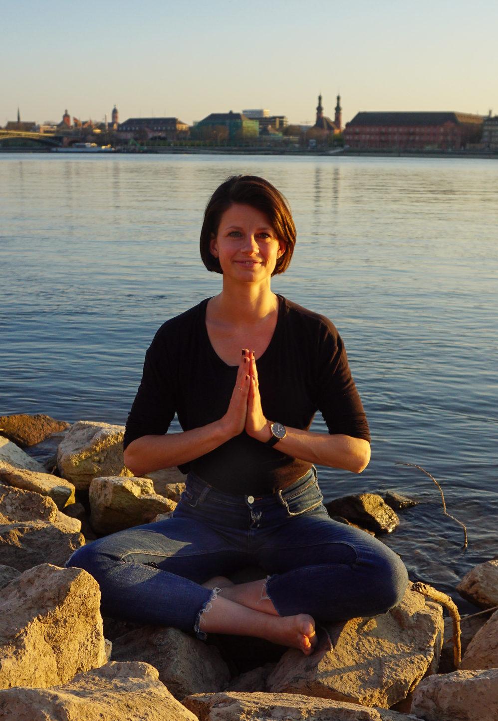 Anjali Mudra Yoga, Isabelle Panther