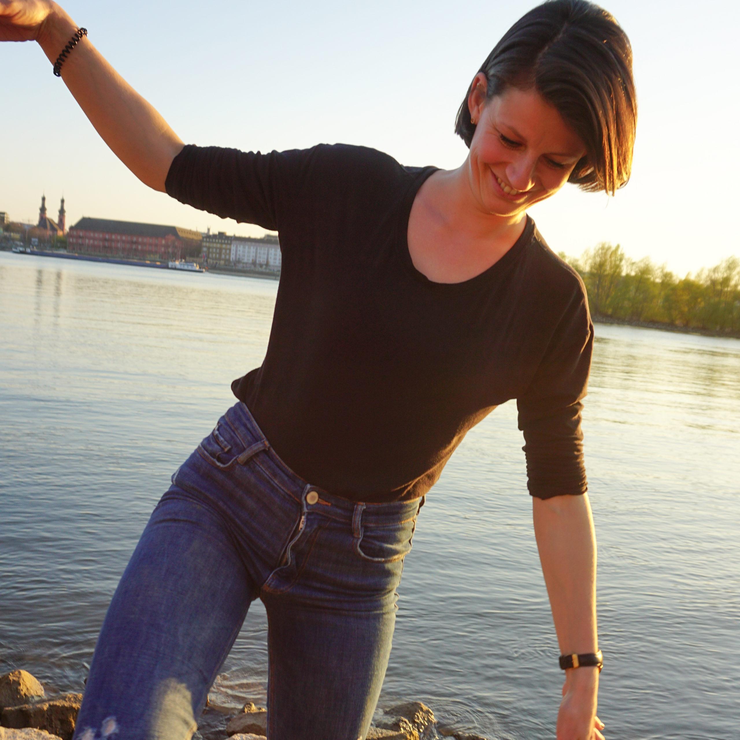 Sonnengruß am Rhein in Mainz